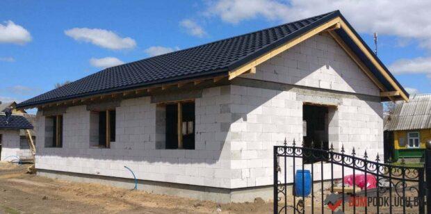 Строительство дома с кровлей из модульной металлочерепицы